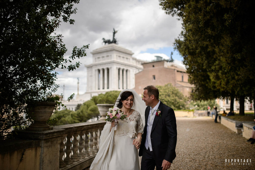 Bride and groom Caffarelli Terrace in Rome